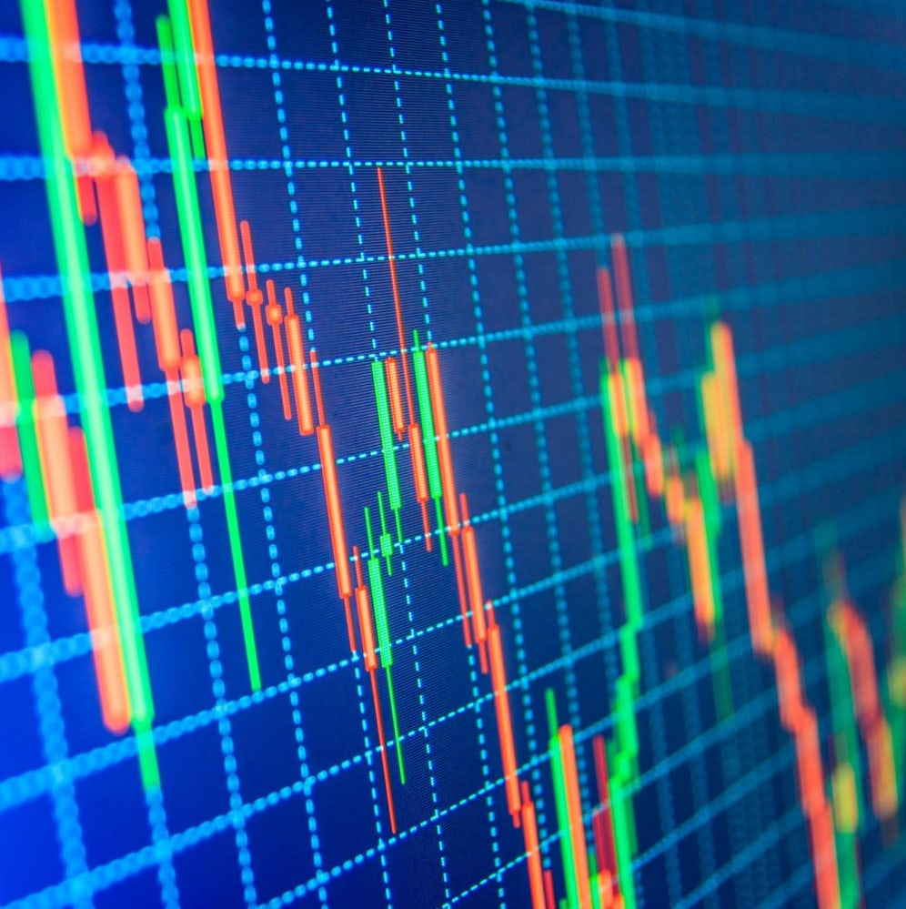 Memory effects in stock price dynamics: evidences of technical trading